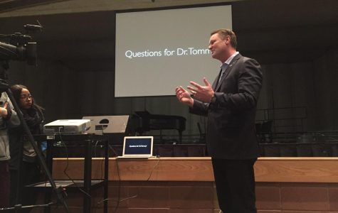 Gubernatorial candidate Tommy Ahlquist speaks at MHS