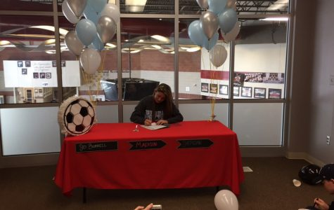 Sidney Signs with Sheridan