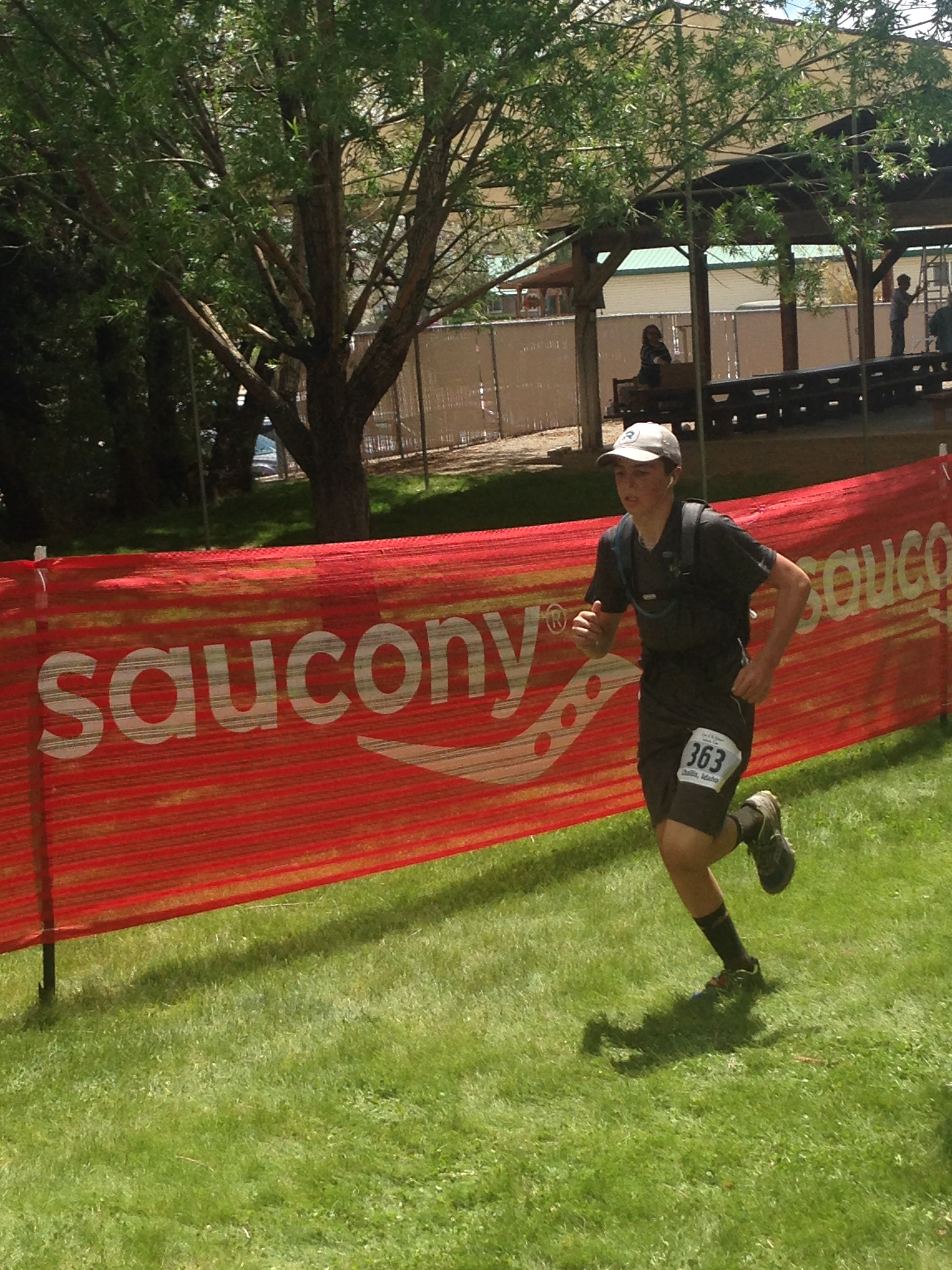 Paxton Ingram running on the finale stretch before the finish line.