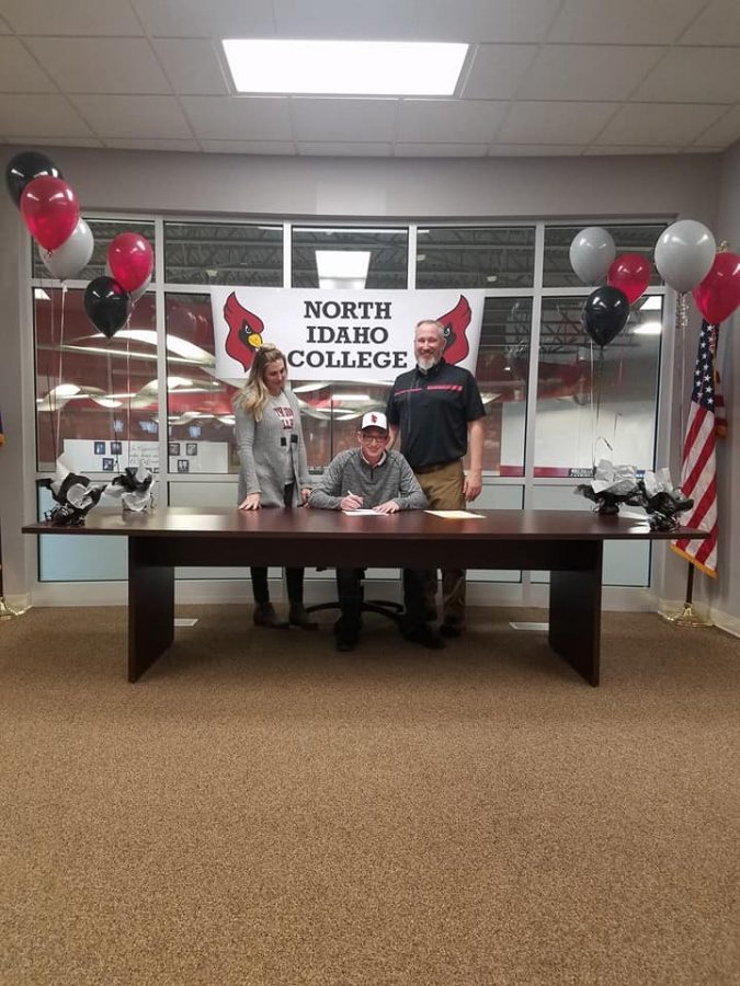Senior, Lincoln Hirrlinger signs with North Idaho College.
