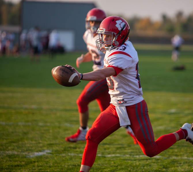 Jordan+Porter%2C+Madison%27s+quarterback+in+action