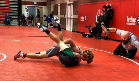 Noah Ingram, MHS, pins Blackfoot's Carter Inskeep.